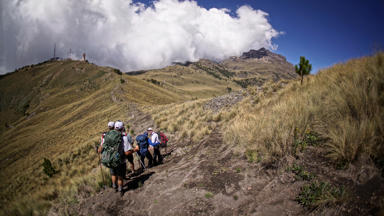Acclimitization hike from Paso De cortes to Altzimoni Hut Iztaccihuatl